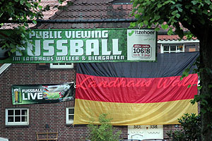 Public Viewing im Landhaus Walter