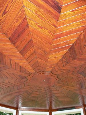 Holzdecke vom Pavillon