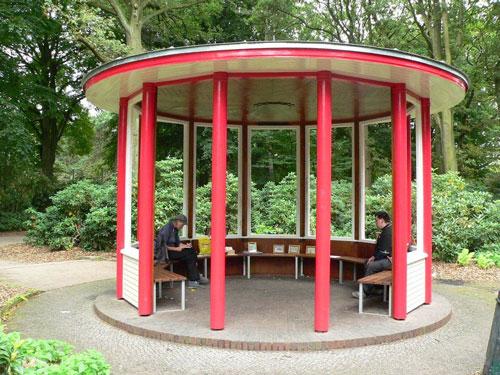 Holzpavillon beim Steingarten