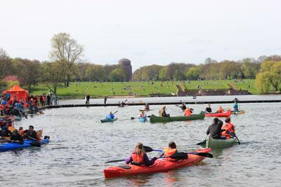 Boote testen im Naturbad Stadtparksee